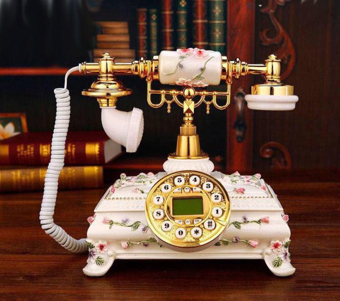 Điện thoại giả cổ trang trí