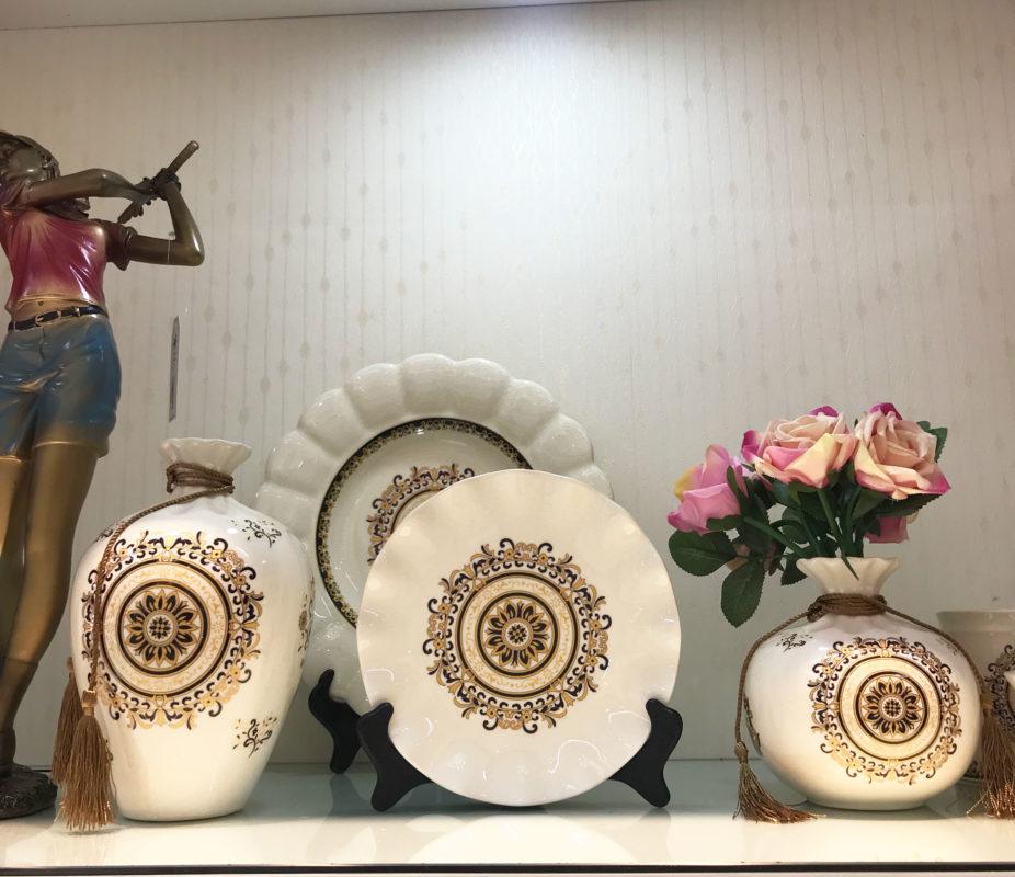 Đồ gốm trang trí phòng khách ấn tượng