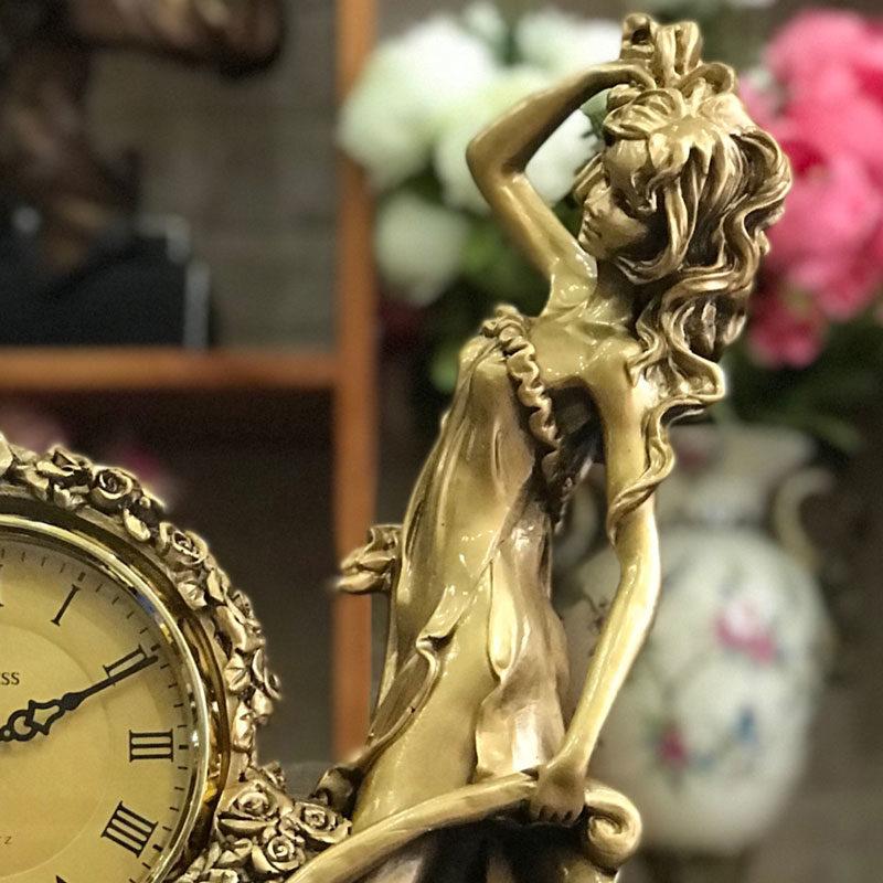 Đồng hồ để bàn trang trí sang trọng