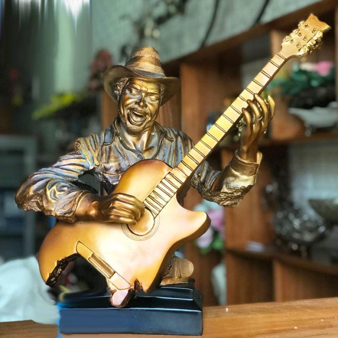 Guitar trang trí